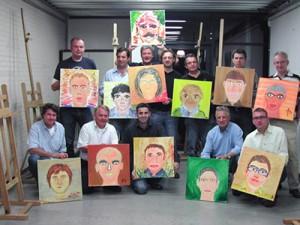 Portret schilderen Carnavalsgroep mannen.